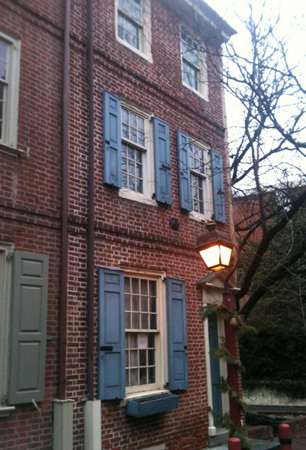Row house on Elfreth's Alley, Philadelphia.