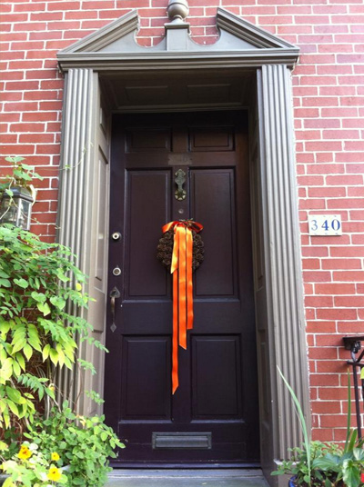 Decorating your row house for fall - front door.