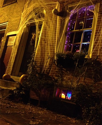 Halloween decorating for row houses.