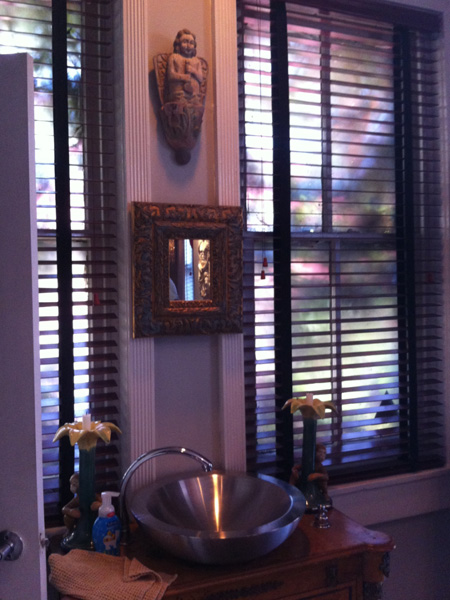 Powder room - Greek Revival Row House, Philadelphia