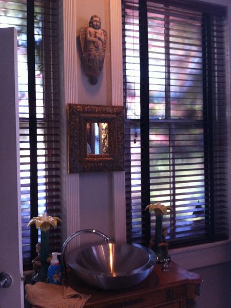 Powder room - Greek Revival Row House, Philadelphia